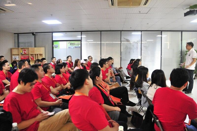 SMT行业精英到靖邦科技学习企业文化1