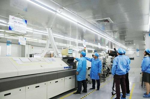 凤凰卫视对靖邦pcba生产线的采访