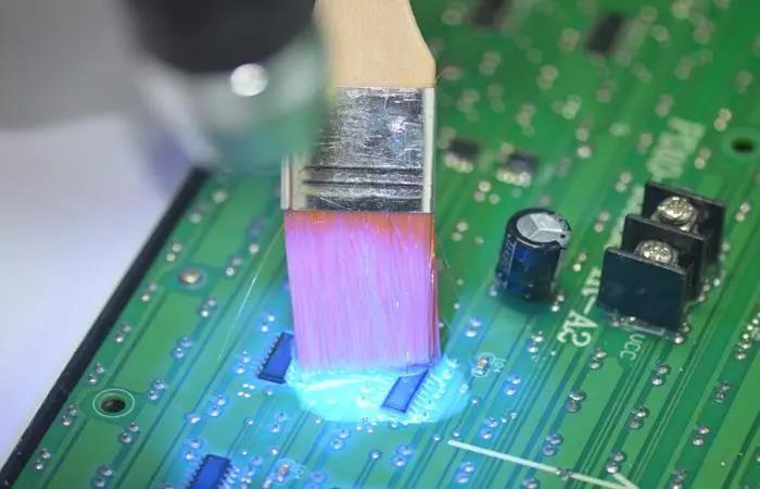 PCB路线板为什么要刷三防漆